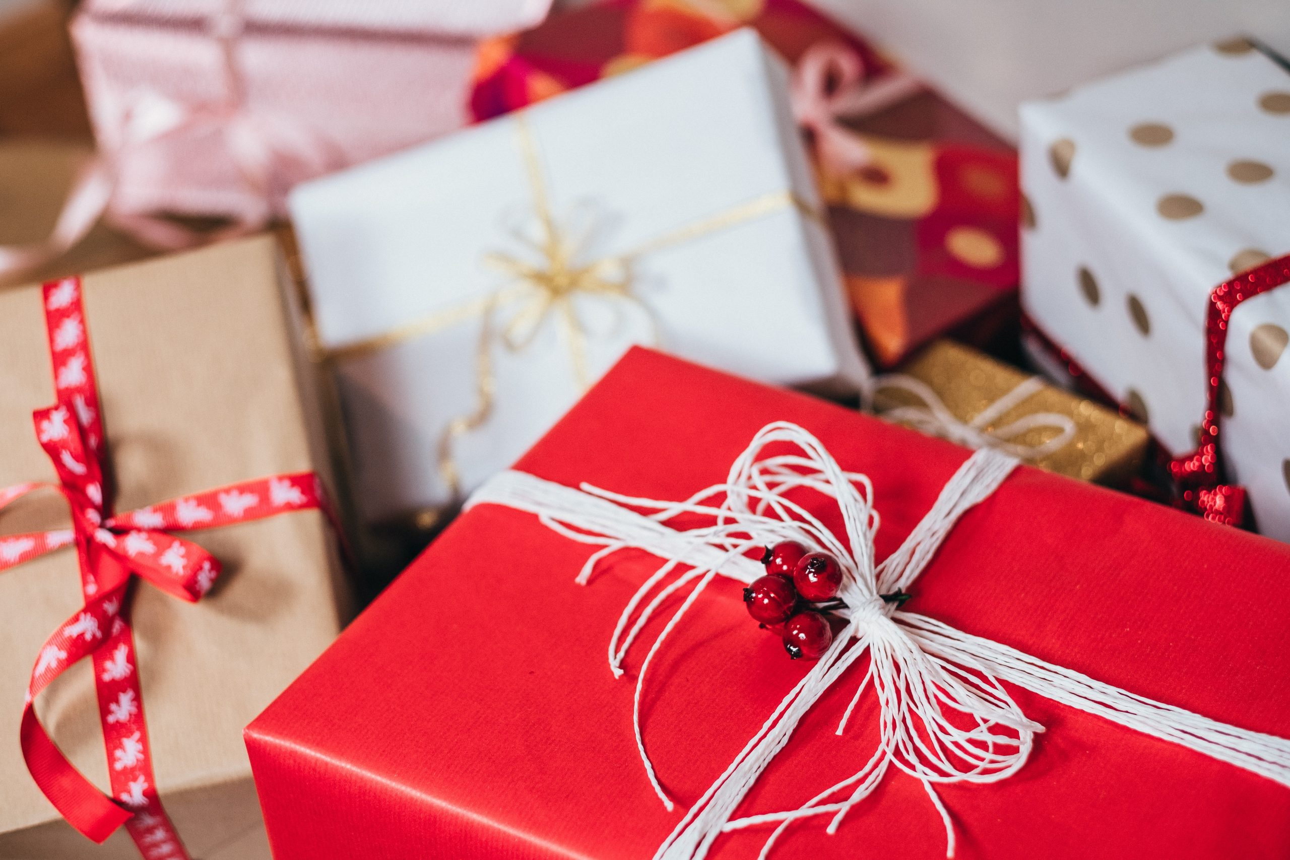 17 Frugal Christmas Gift Ideas and Discounts